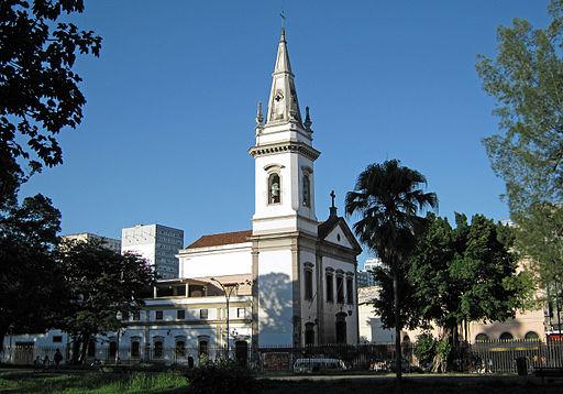 Igreja de São Gonçalo Garcia e São Jorge, na esquina da Rua da Alfândega com a Praça da República. (Foto de Halley Pacheco de Oliveira)