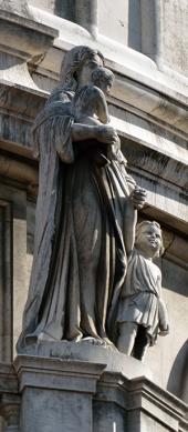 A Alegoria da Caridade é aqui representada por uma figura feminina e duas crianças.